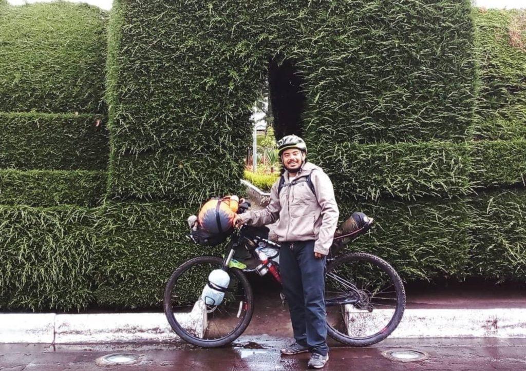 image 1024x723 - Vallartense mochilero llegó a Ecuador en bici