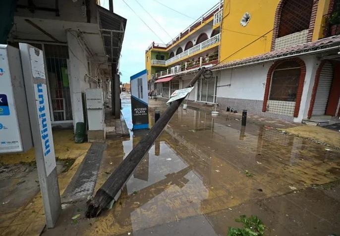 """MAZA2 - """"Pamela"""" se degradó a depresión tropical, pero dejó varios daños en Mazatlán"""